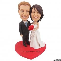 Personalisierte Hochzeitstortenfiguren Liebespaar mit rotem Herz